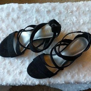 Small heel shoes/black